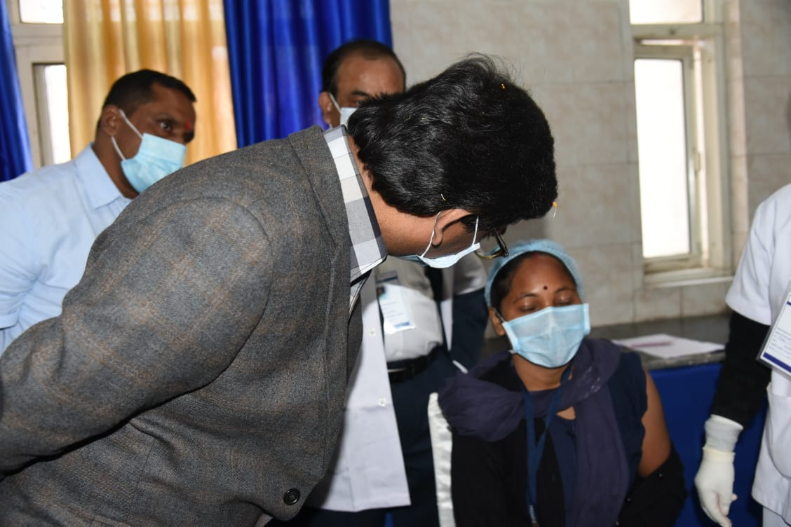 Cleanliness staff of Sadar Hospital gets first Coronavirus injection in state