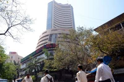 Market extends losses, Sensex down 1,500 points