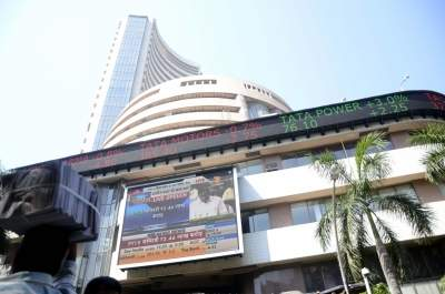 Equity indices rise, Sensex up 700 points