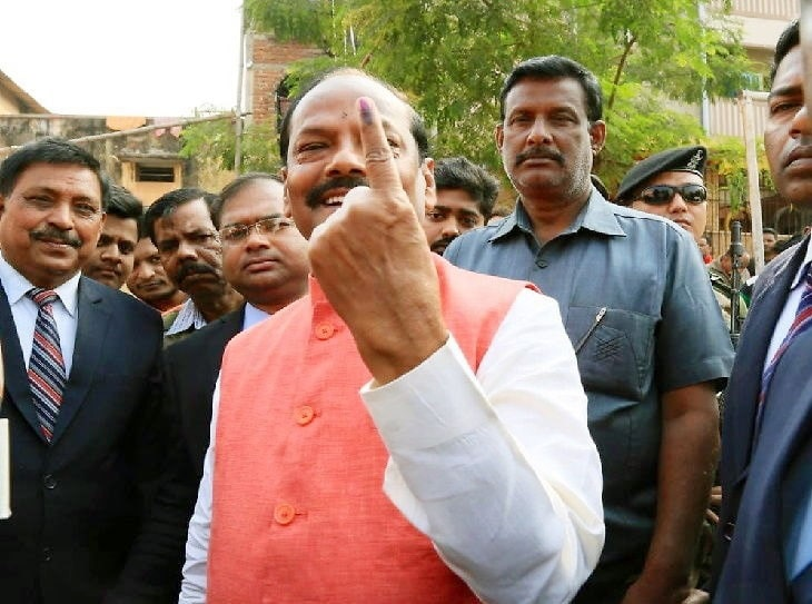 Raghubar votes with family, says he has served as Mazdoor Number 1 for 3.25 cr people of Jharkhand