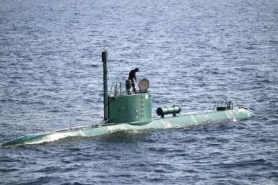 Iran fires torpedoes from homemade submarine for 1st time