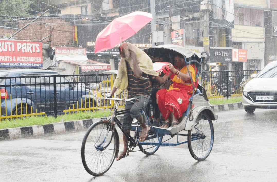 Rains continue to pound Jharkhand for third consecutive day, rivers and water bodies flooded