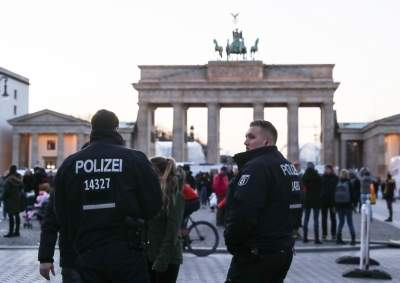 Thousands rally in Berlin against COVID-19 restrictions