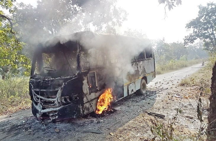 Maoists set bus on fire in Chaibasa