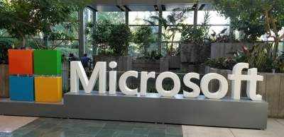 Microsoft confirms 3 years of updates for Surface Duo 2